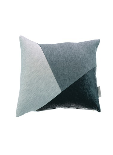 Sade'ce Gray Geometric / Triangle Bits Yastık Gri